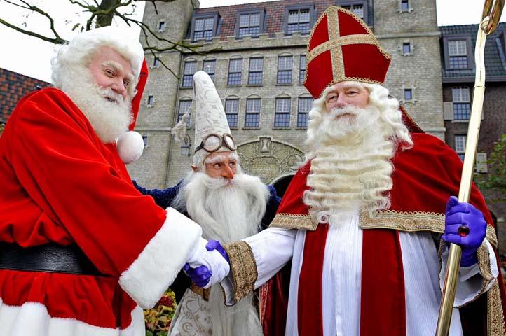 Kerstman, Klaas Vaak en Sinterklaas ontmoeten elkaar in Bosrijk